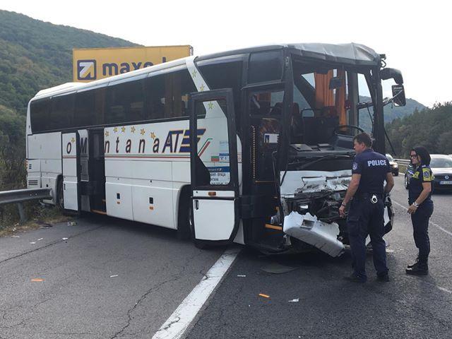Трафикът в последния ден от трите почивни причини тежки катастрофи