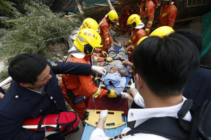 Най-малко 7 души загинаха при срутване на част от сграда
