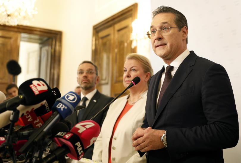 Австрийският вицеканцлер Хайнц-Кристиан Щрахе подаде оставка заради разразилия се корупционен