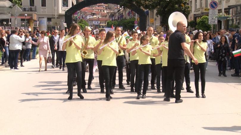 снимка 4 България празнува деня на Светите братя Кирил и Методий