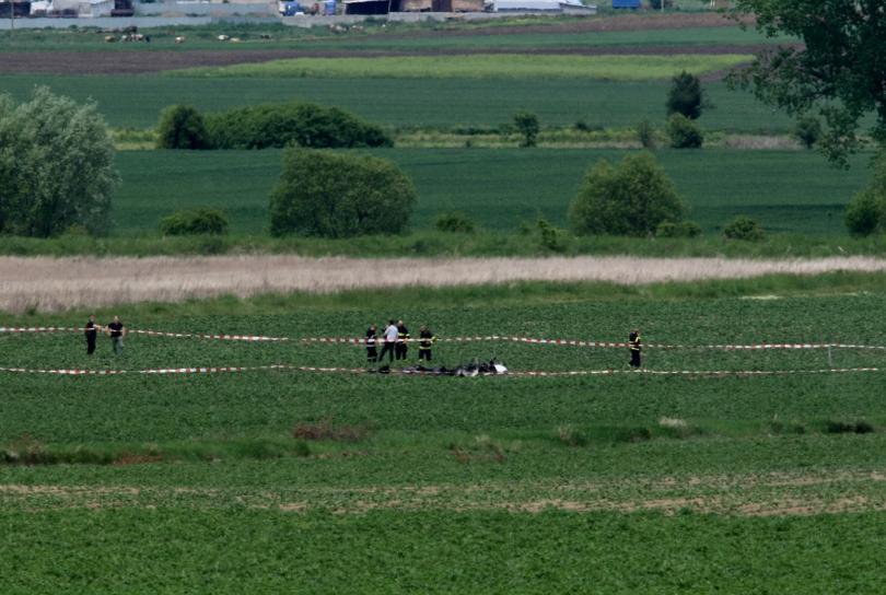 Малък самолет падна близо до Ихтиман днес на обяд. Загинали