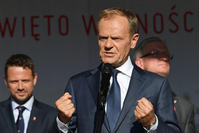 Председателят на Европейския съвет Доналд Туск даде показания пред парламентарна
