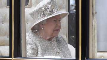 С военен парад отбелязаха официалния рожден ден на кралица Елизабет Втора
