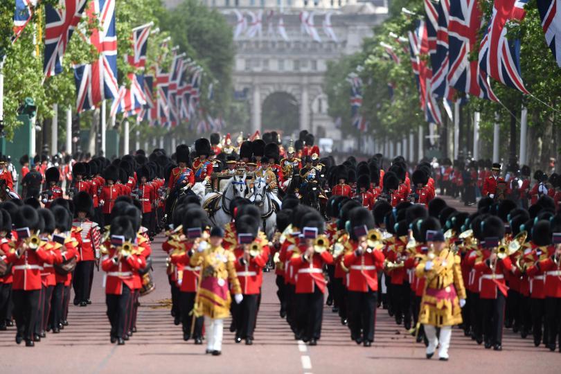 снимка 2 С военен парад отбелязаха официалния рожден ден на кралица Елизабет Втора