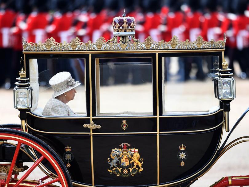 снимка 5 С военен парад отбелязаха официалния рожден ден на кралица Елизабет Втора