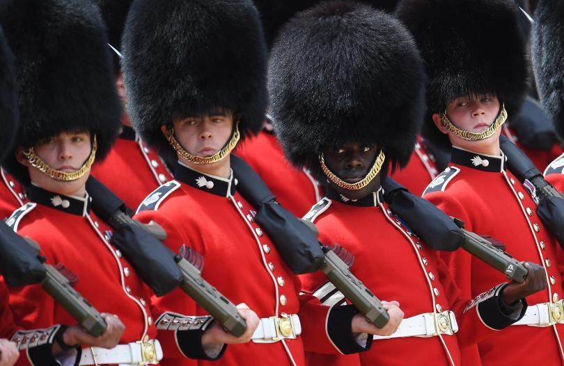 снимка 7 С военен парад отбелязаха официалния рожден ден на кралица Елизабет Втора