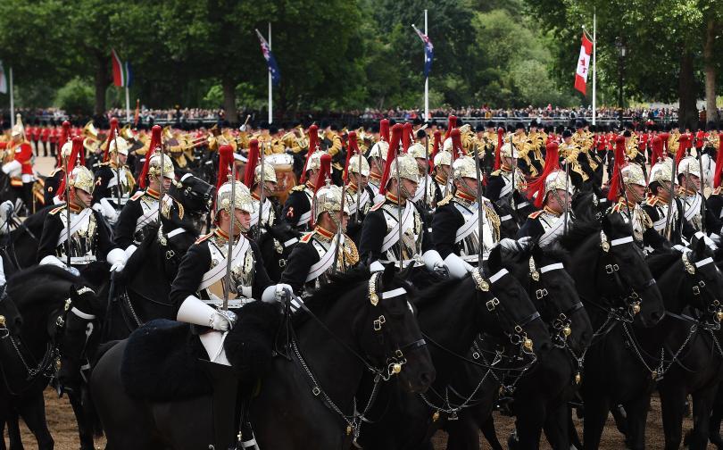 снимка 9 С военен парад отбелязаха официалния рожден ден на кралица Елизабет Втора