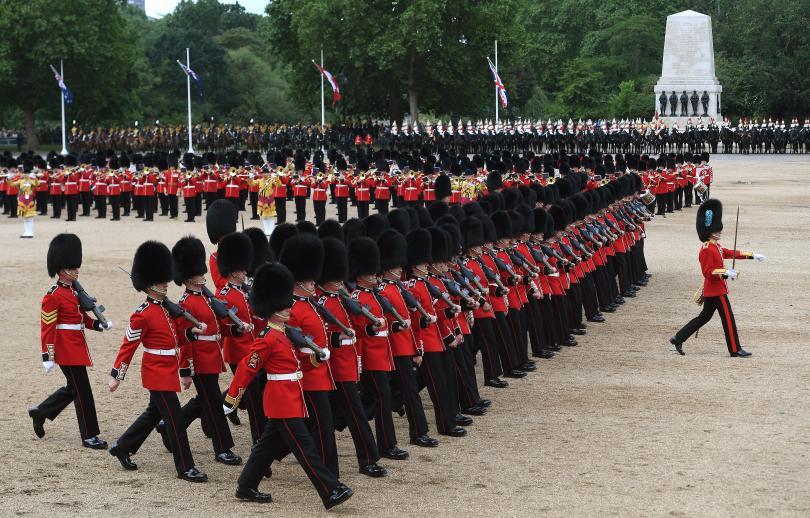 снимка 6 С военен парад отбелязаха официалния рожден ден на кралица Елизабет Втора