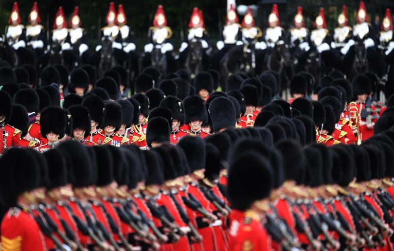 снимка 8 С военен парад отбелязаха официалния рожден ден на кралица Елизабет Втора