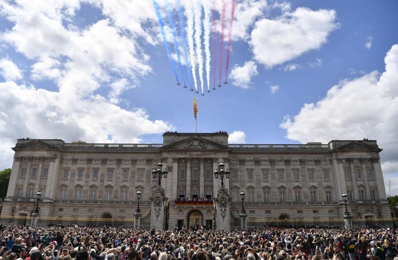 снимка 10 С военен парад отбелязаха официалния рожден ден на кралица Елизабет Втора