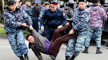 Над 500 протестиращи са задържани в Казахстан