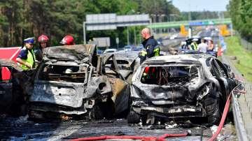 Шестима души са загинали и 16 ранени при тежка катастрофа в Полша