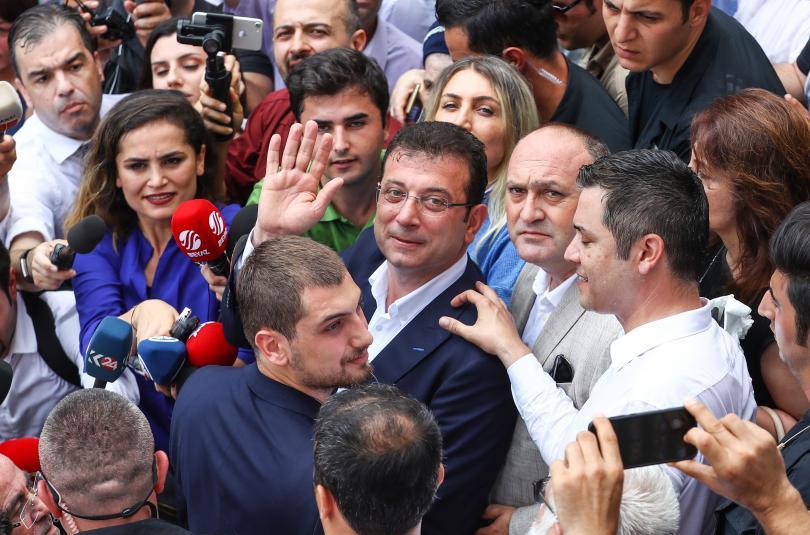 снимка 2 Кандидатът на опозицията печели кметските избори в Истанбул