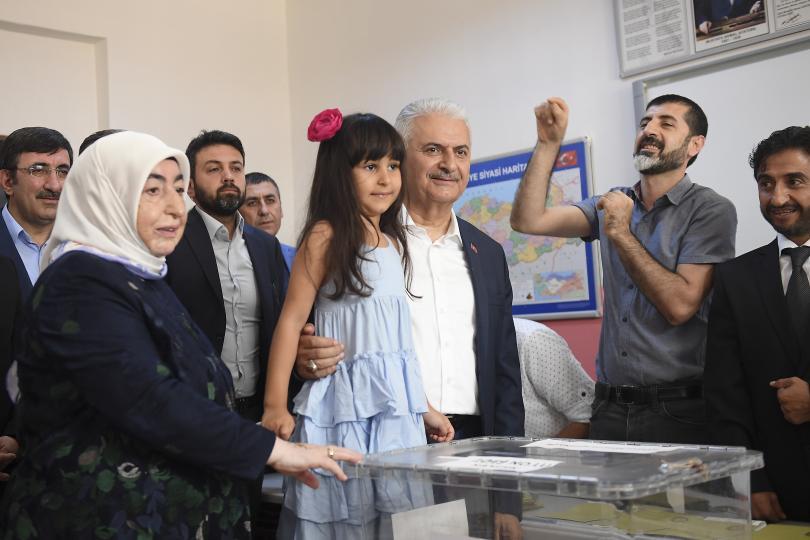 снимка 3 Кандидатът на опозицията печели кметските избори в Истанбул