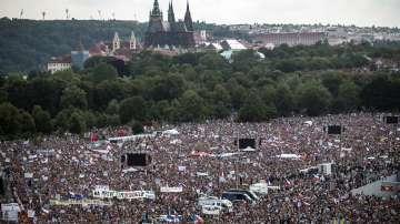 Четвърт милион чехи поискаха оставката на премиера Андрей Бабиш