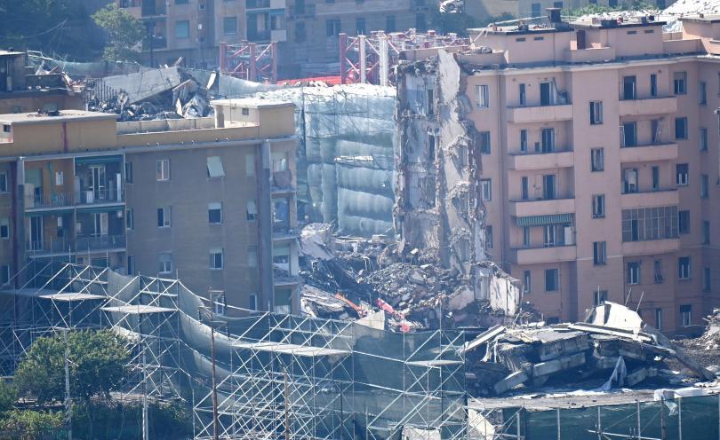 снимка 2 Разрушиха моста Моранди край Генуа (Снимки)