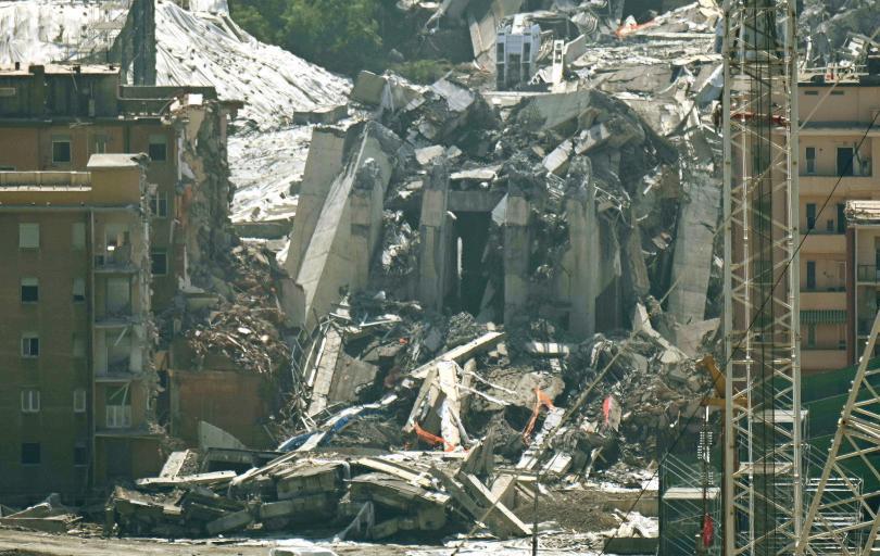 снимка 3 Разрушиха моста Моранди край Генуа (Снимки)