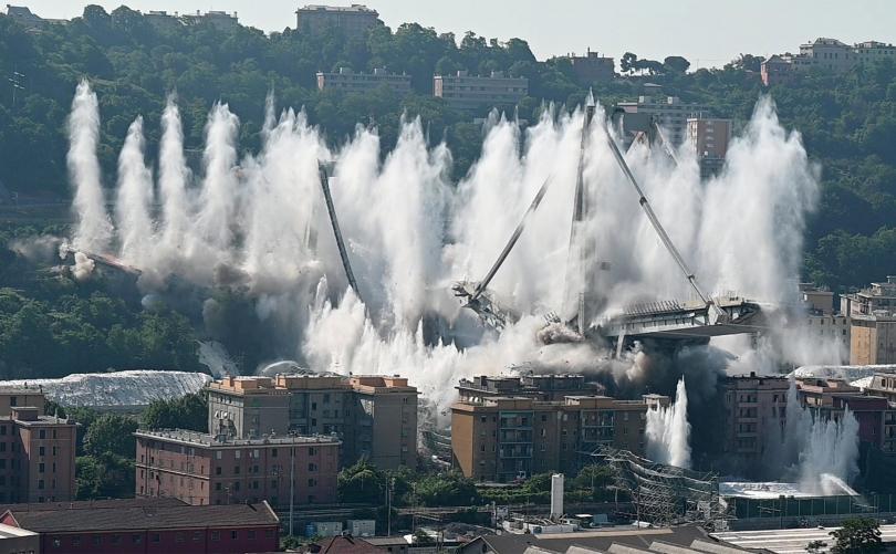 снимка 1 Разрушиха моста Моранди край Генуа (Снимки)