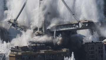 Разрушиха моста Моранди край Генуа (Снимки)