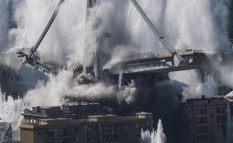 снимка 5 Разрушиха моста Моранди край Генуа (Снимки)