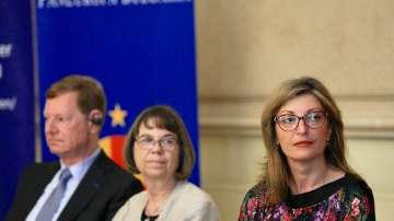 Захариева изрази надежда, че преговорите на ЕС и Скопие ще започнат наесен