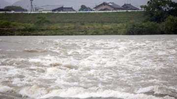 Един милион японци са евакуирани заради наводнения