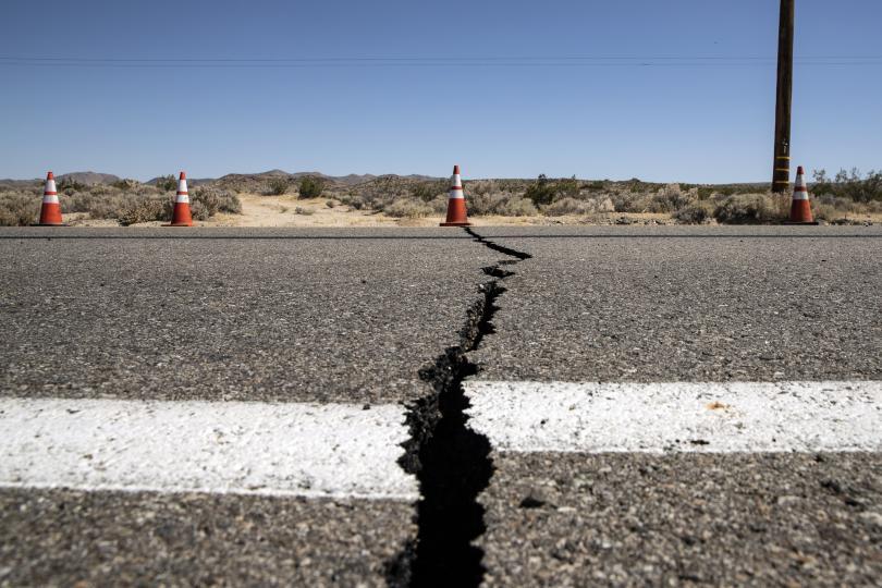 снимка 2 Силното земетресение в Калифорния не взе жертви (Снимки)