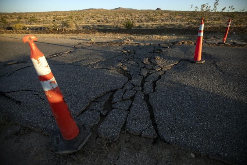 снимка 1 Силното земетресение в Калифорния не взе жертви (Снимки)