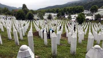 Хиляди опечалени се събраха за годишнината от клането в Сребреница