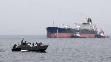 Ирански съдове се опитаха да блокират британски танкер