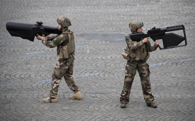 снимка 1 Франция отбеляза тържествено 230 години от щурма на Бастилията (Снимки)