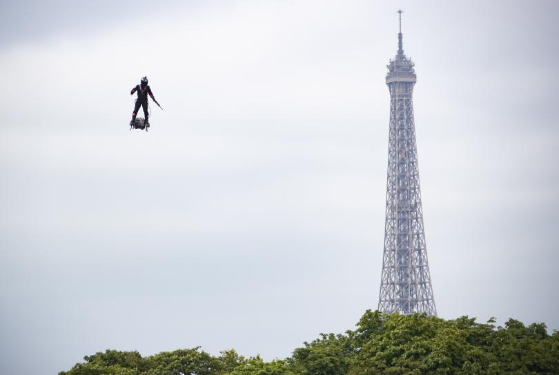 снимка 7 Франция отбеляза тържествено 230 години от щурма на Бастилията (Снимки)