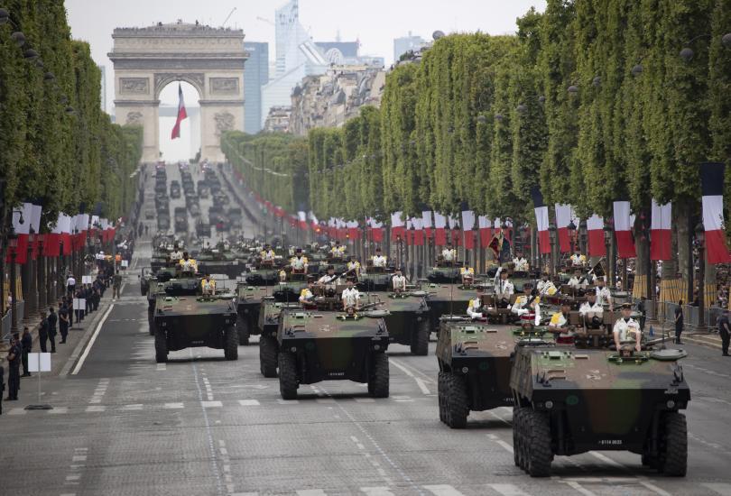 снимка 8 Франция отбеляза тържествено 230 години от щурма на Бастилията (Снимки)