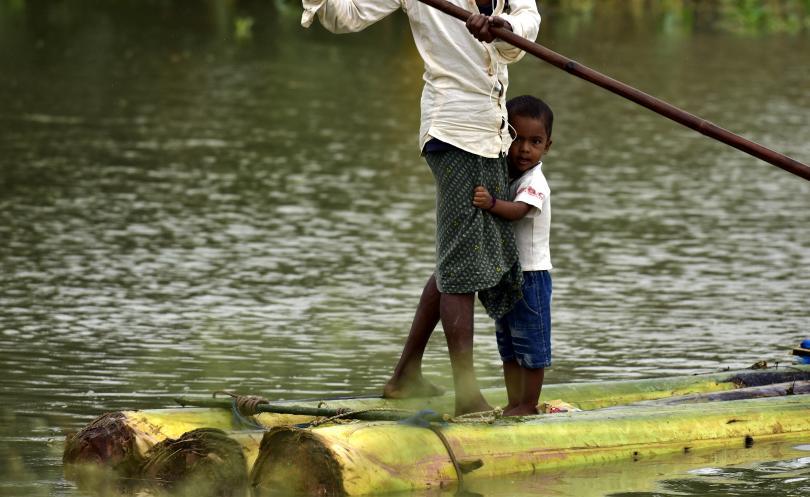 повече милиона души засегнати наводненията индия