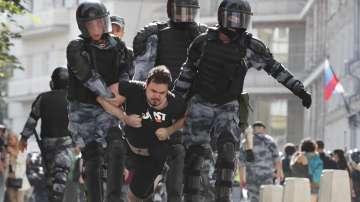 317 души са арестувани на неразрешен протест в Москва