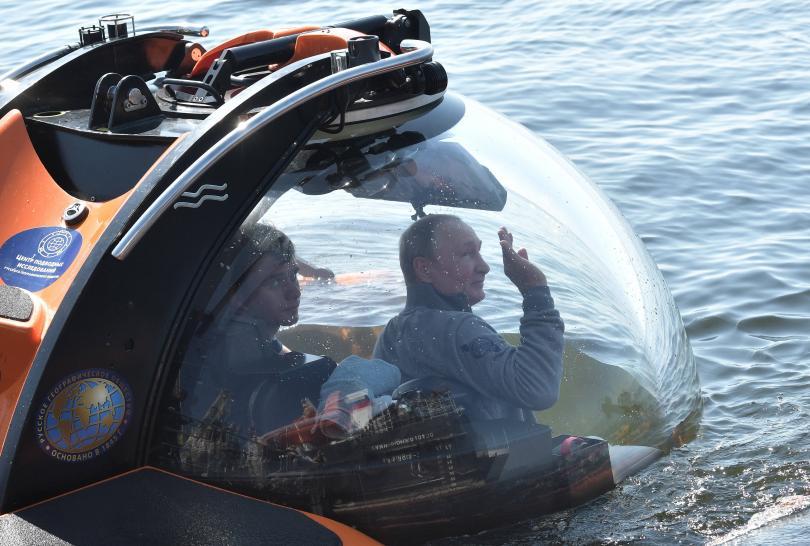 снимка 3 Путин слезе с батискаф на дъното на Финския залив (Снимки)