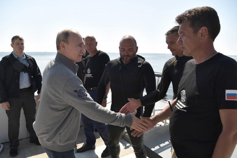 снимка 2 Путин слезе с батискаф на дъното на Финския залив (Снимки)