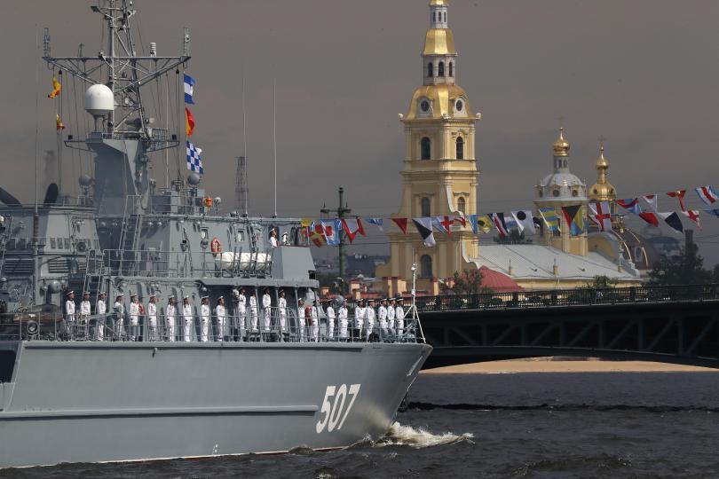 снимка 7 Путин присъства на военен парад, Навални е в болница (Снимки)