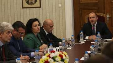 Президентът Радев обсъди мерки за овладяване на кризата с чумата по свинете