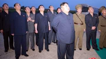 Ким Чен Ун наблюдава лично ракетните изпитания в Северна Корея
