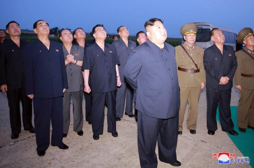 Севернокорейската информационна агенция разпространи снимки на лидера Ким Чен Ун,