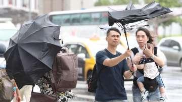 Почти един милион души са евакуирани в Китай заради тайфуна Лекима