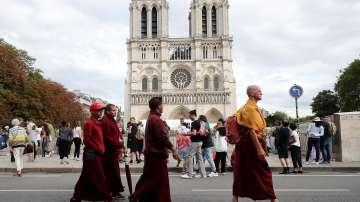 """Започна почистването от олово на парижката катедрала """"Нотр Дам"""""""