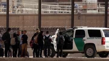 САЩ ще издигнат нови заграждения по границата с Мексико