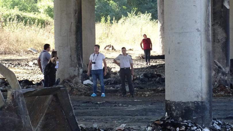 снимка 1 Две обвинения получи собственикът на депото, което подпали моста на Струма