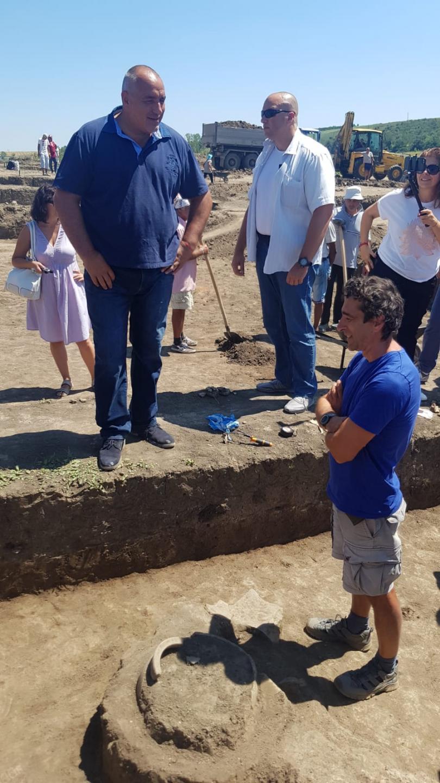 снимка 1 Борисов инспектира строителството на магистрала Хемус