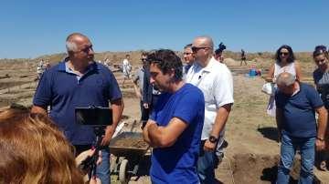 Борисов инспектира строителството на магистрала Хемус