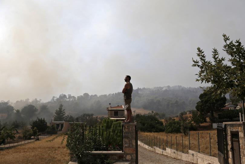 Продължава битката с многобройните пожари в Гърция
