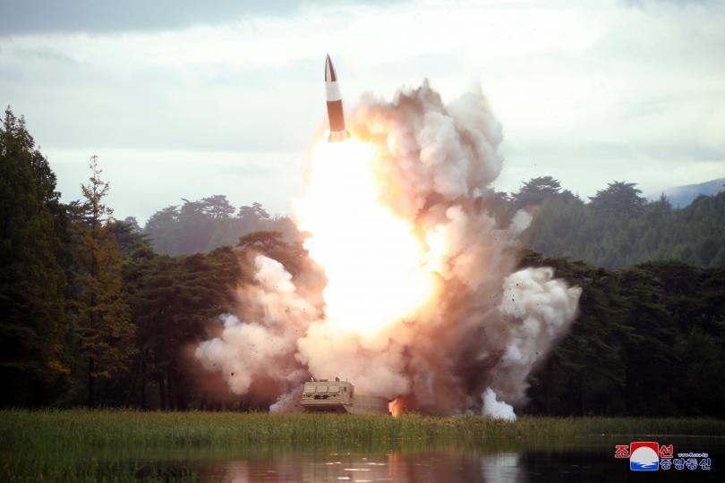 Северна Корея вече е успяла да създаде миниатюрен атомен заряд