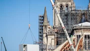 Подновиха възстановяването на Нотр Дам в Париж